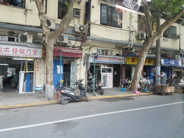 uma mesma rua.