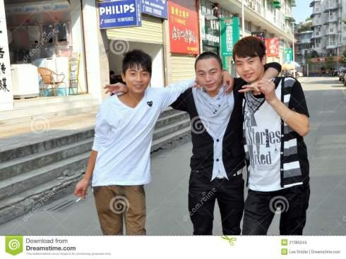 pengzhou-china-três-amigos-chineses-21385044